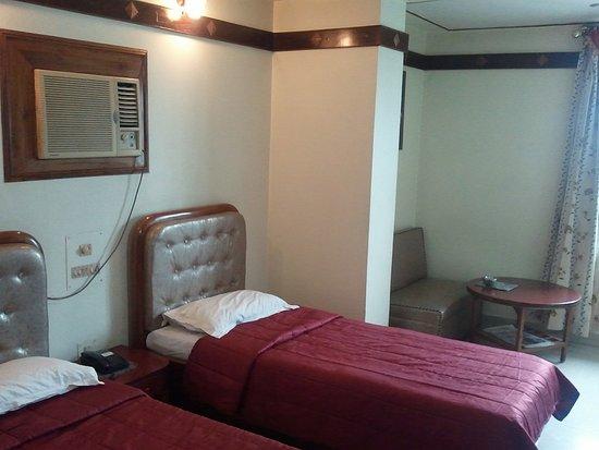 Hotel Amrit Regency: Delux Room