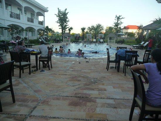 Kampong Thom, กัมพูชา: good family pool