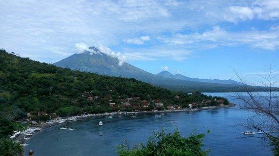 Jimbaran, Indonesia: Amed vom Huegel aus, mit dem Vulkan Agung und Batur im Hintergrund !