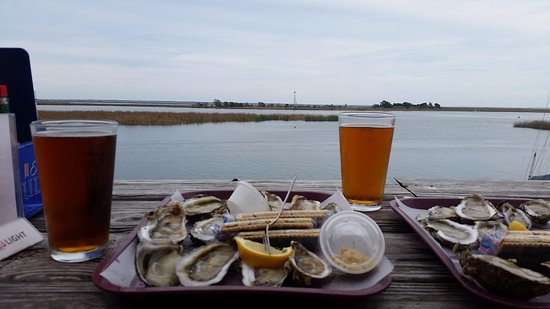 Up the Creek Raw Bar: Oysters and Beer are served here