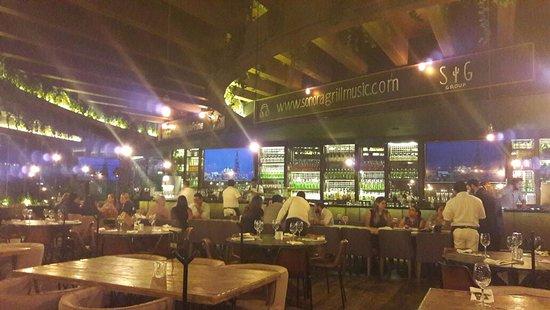 San Pedro Garza Garcia, เม็กซิโก: Salon amplio, con buena iluminación, barra completa y comodo