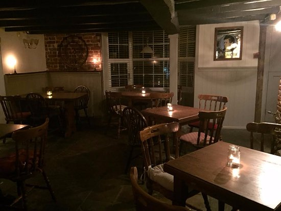 Manningtree, UK: Dining area in the evening