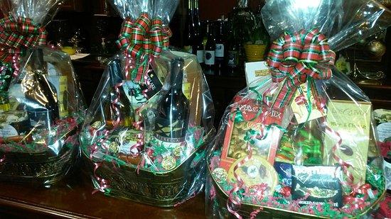 Hiawassee, GA: Custom wine/ beer/ cigar / food gift baskets available!