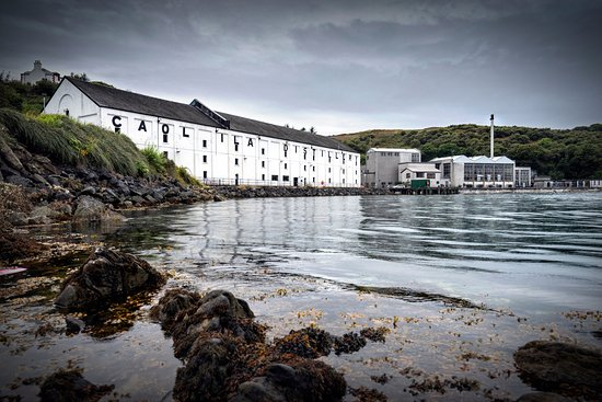 Port Askaig, UK : Caol Ila Distillery