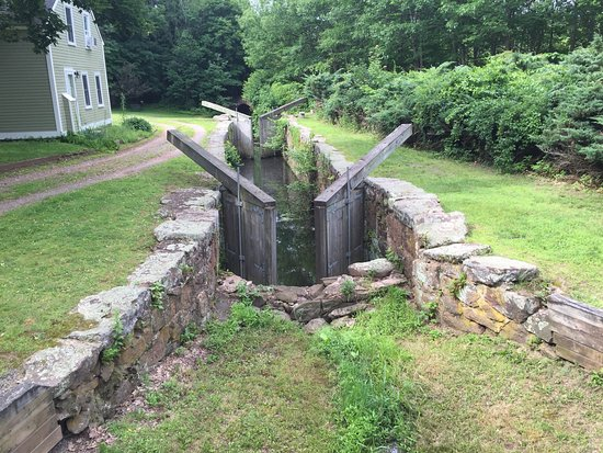 Connecticut: Old Locks in the Farmington Canal, that the trail follows