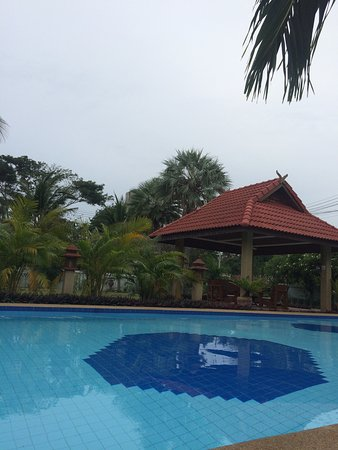 Sam Roi Yot, Thailand: very beautiful and quiet hotel is 150 meters from the coast