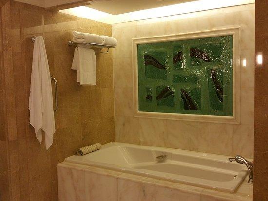 Shangri-La Hotel, Singapore: 20160520_191017_large.jpg