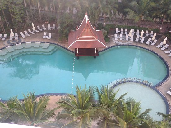 Mercure Pattaya Hotel: Top view of the pool side from room