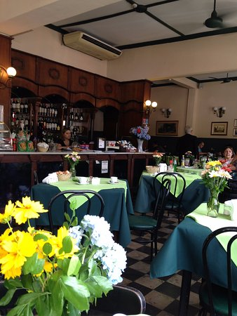 Bar San Roque: tables in old style