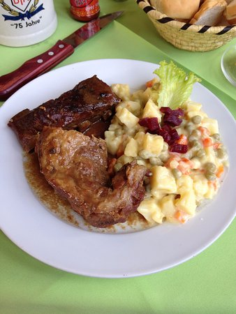 Bar San Roque: Pork meat with russian salad