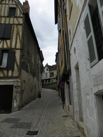 Auxerre, France : Ruelle