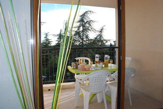 Uzes appart hotel prices apartment reviews france for Appart hotel uzes