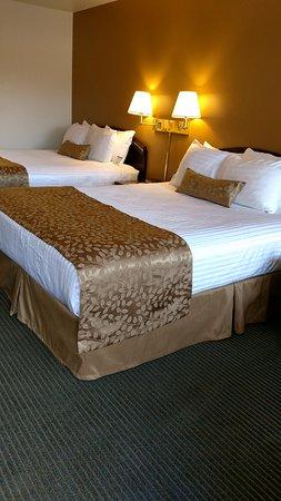 Lewis River Inn: Double Queen Bedroom