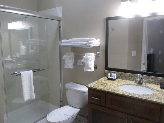 Crawfordsville, IN: Guest Bathroom