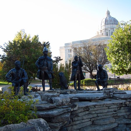 Jefferson City, MO: Lewis & Clark Monument Trailhead Plaza