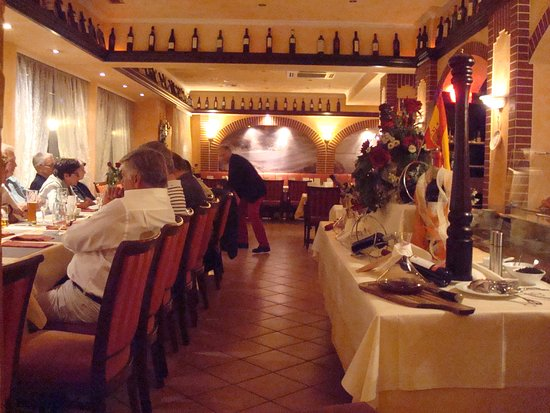 Domingos: General view of the restaurant