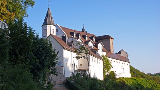 Bensheim, Germania: Schloss Schönberg, in der Nähe