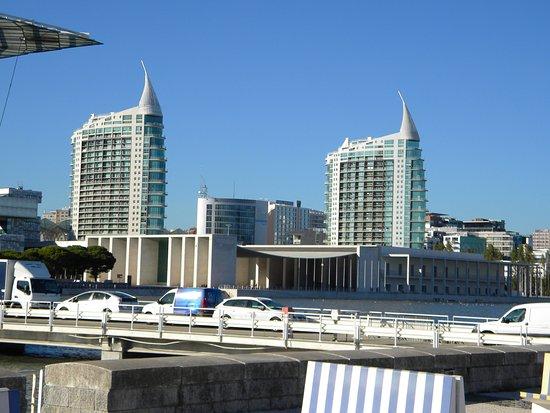 Amadora, Portugal: Junto al centro comercial Vasco de Gama y museo oceanografía.