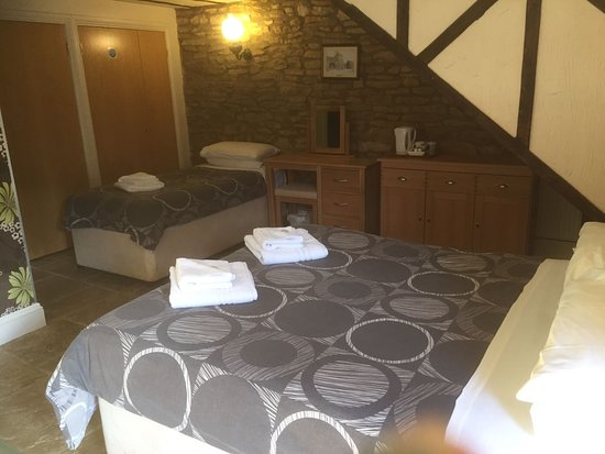 Chipping Norton, UK: ground floor double or twin room