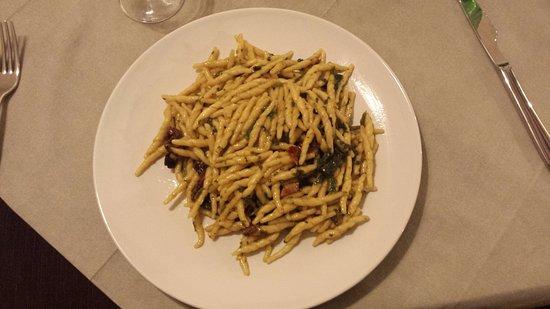 Trecastagni, Italy: Un primo piatto creato dalla fantasia della chef. Da provare
