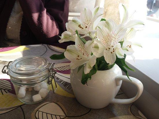 Alfriston, UK: Fresh flowers - nice touch