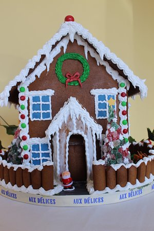 Westport, CT: Holiday gingerbread house