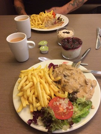 Jabbeke, Belgien: Absolutely spotless Food hot and very tasty. We had rump steak chips salad and sauce. Dessert an