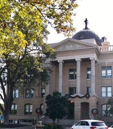Georgetown, TX: Plaza Courthouse.