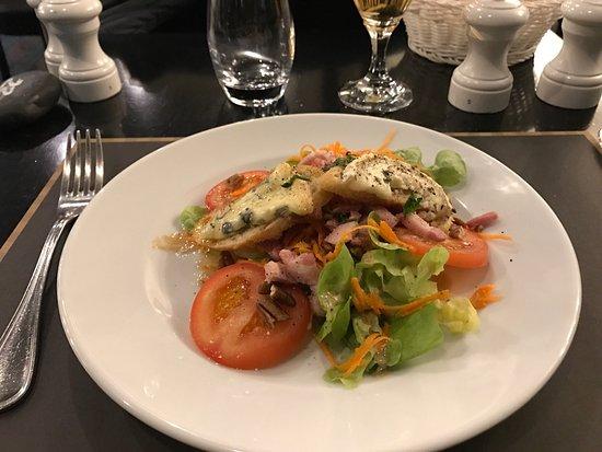 Cholet, Francia: Salade berger et poisson