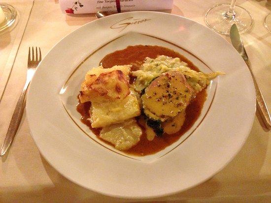 Gierer Hotel-Restaurant: Kalbsfilet in Wirsingmantel, an Morchelrahmsößle und Kartoffelgratin