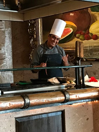 Cooking Class in La Casona Restaurant: Chef Leonardo survived us and is still smiling!
