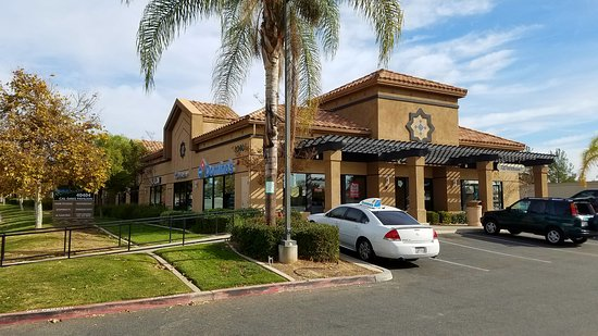 Murrieta, CA: Dominos Cal Oaks
