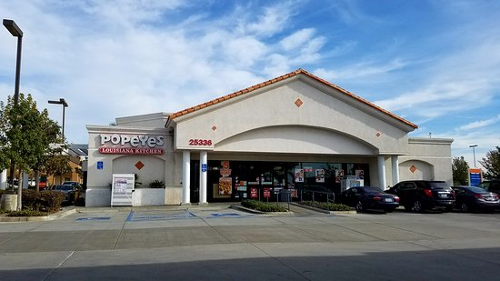 Murrieta, CA: Popeyes in a Shell station