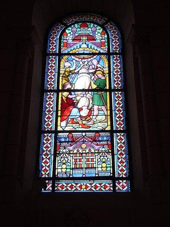 Eglise Saint Pierre: Vitrail
