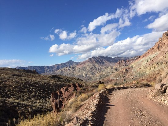 Red Pass: Road has some steep drop offs.