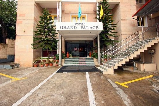Hotel Grand Palace: entrance of happy stay