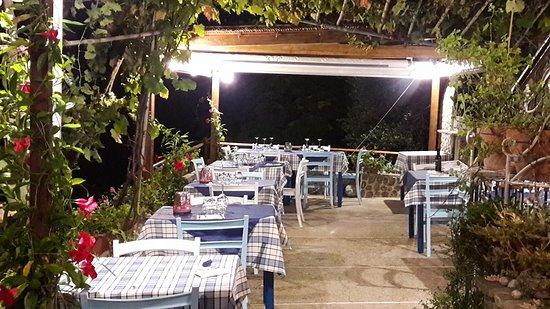 Pioppi, Italia: A Casa di Delia...la terrazza giusta dove poter assaporare i piatti tipici della cucina Cilentan
