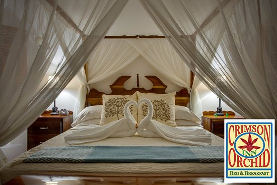 The Crimson Orchid Inn : Bridal Suite King size bed.