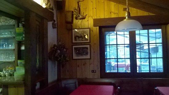Saint Nicolas, Italia: interno bar