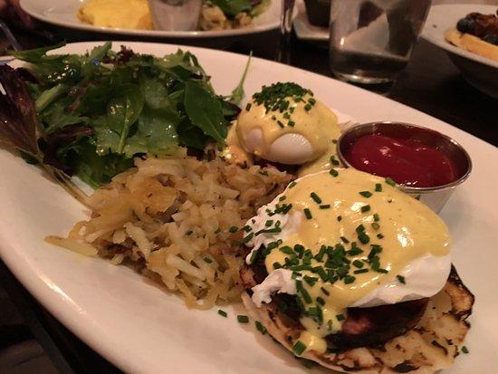 White Plains, Нью-Йорк: Eggs Benedict