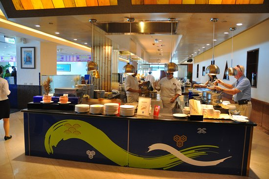 85 Sky Tower Hotel: breakfast buffet