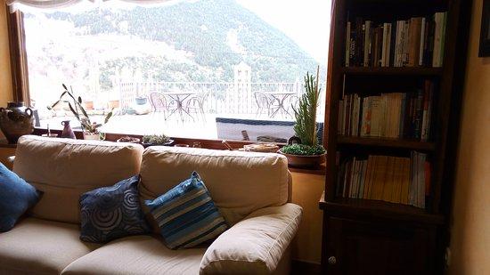 Taull, Spain: Sala de estar en el interior del hotel