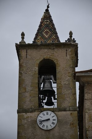 Cruis, Francja: The bells of the Abbey... Nice sound.