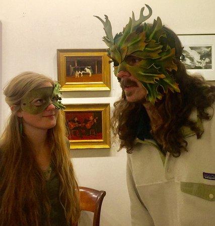 Middleburg, VA: Original artwork, craftwork & events (readings, music, drawing...) something for everyone! UnSta
