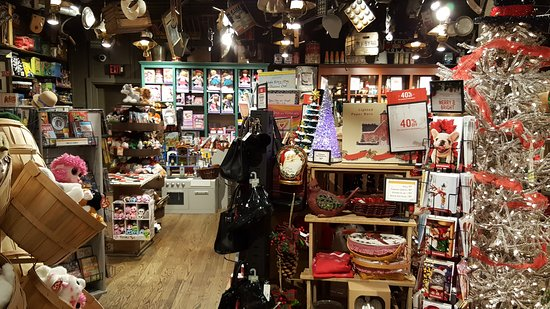 Hot and homestyle cracker barrel loveland traveller for Is cracker barrel open on christmas day