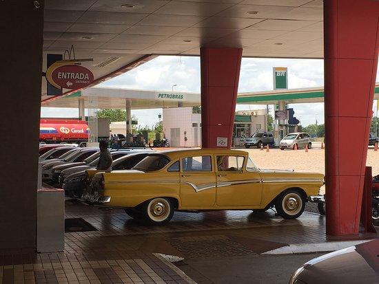 Santa Barbara d'Oeste, SP: Carro antigo na porta