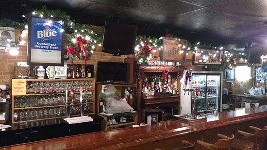 Tillsonburg, Canadá: Christmas Decor-Bar Area