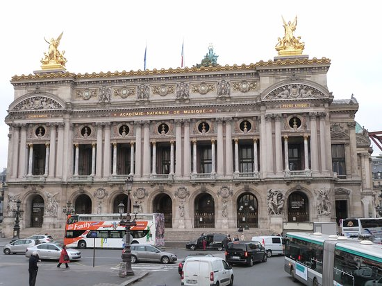 Evan Evans Tours - A Day In Paris: Beautiful architecture - you know you are in Paris