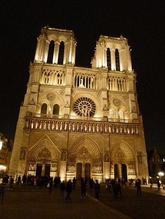 Evan Evans Tours - A Day In Paris