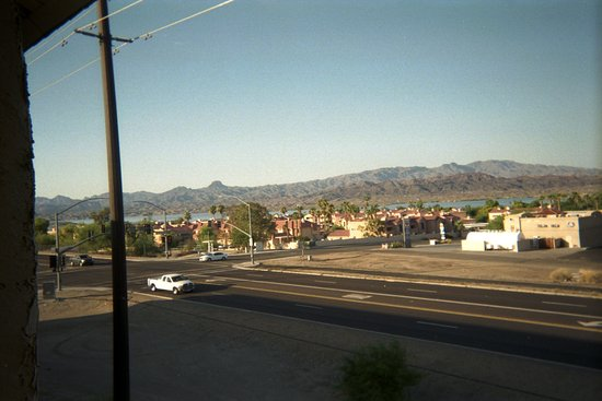 Quality Inn & Suites: View of lake and mountains